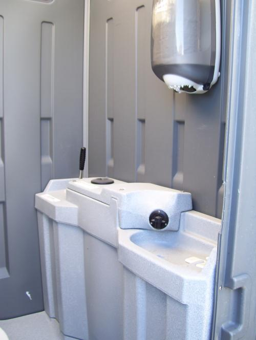 Smiths hire rental equipment specialists deluxe for Deluxe portable bathrooms